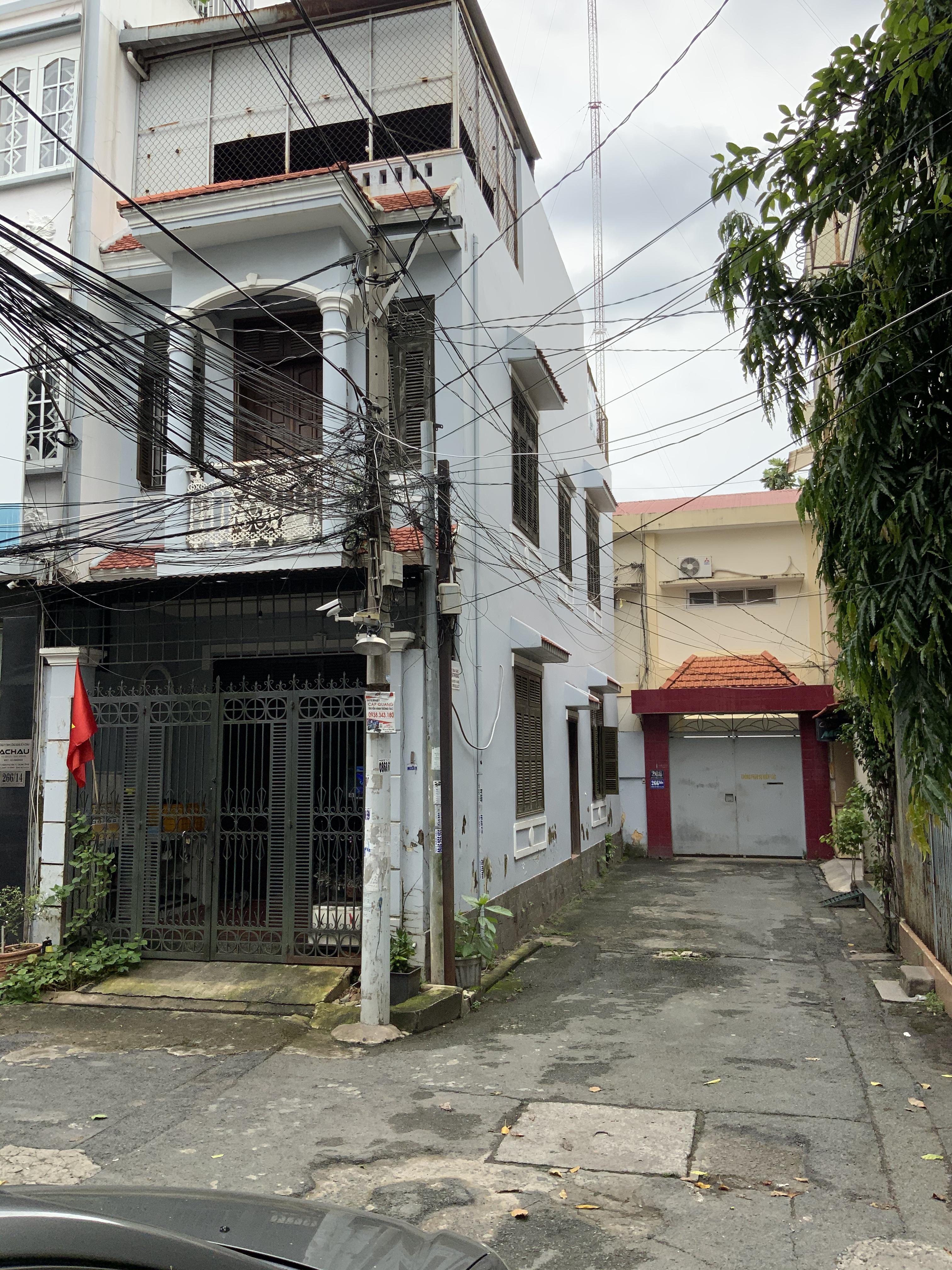 Cho Thuê Nhà Hẻm Xe Hơi Đường Hoàng Hoa Thám Quận Tân Bình -1