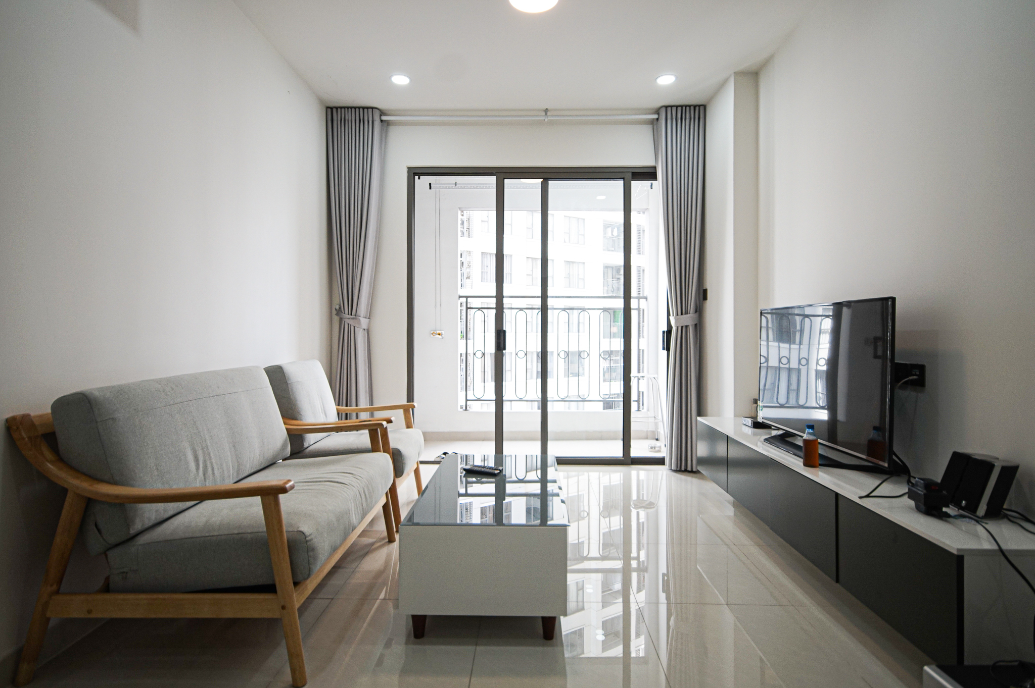 Cho Thuê Căn hộ 2 PN Saigon Royal Residence - Đầy Đủ Nội Thất & Thoáng Mát-1