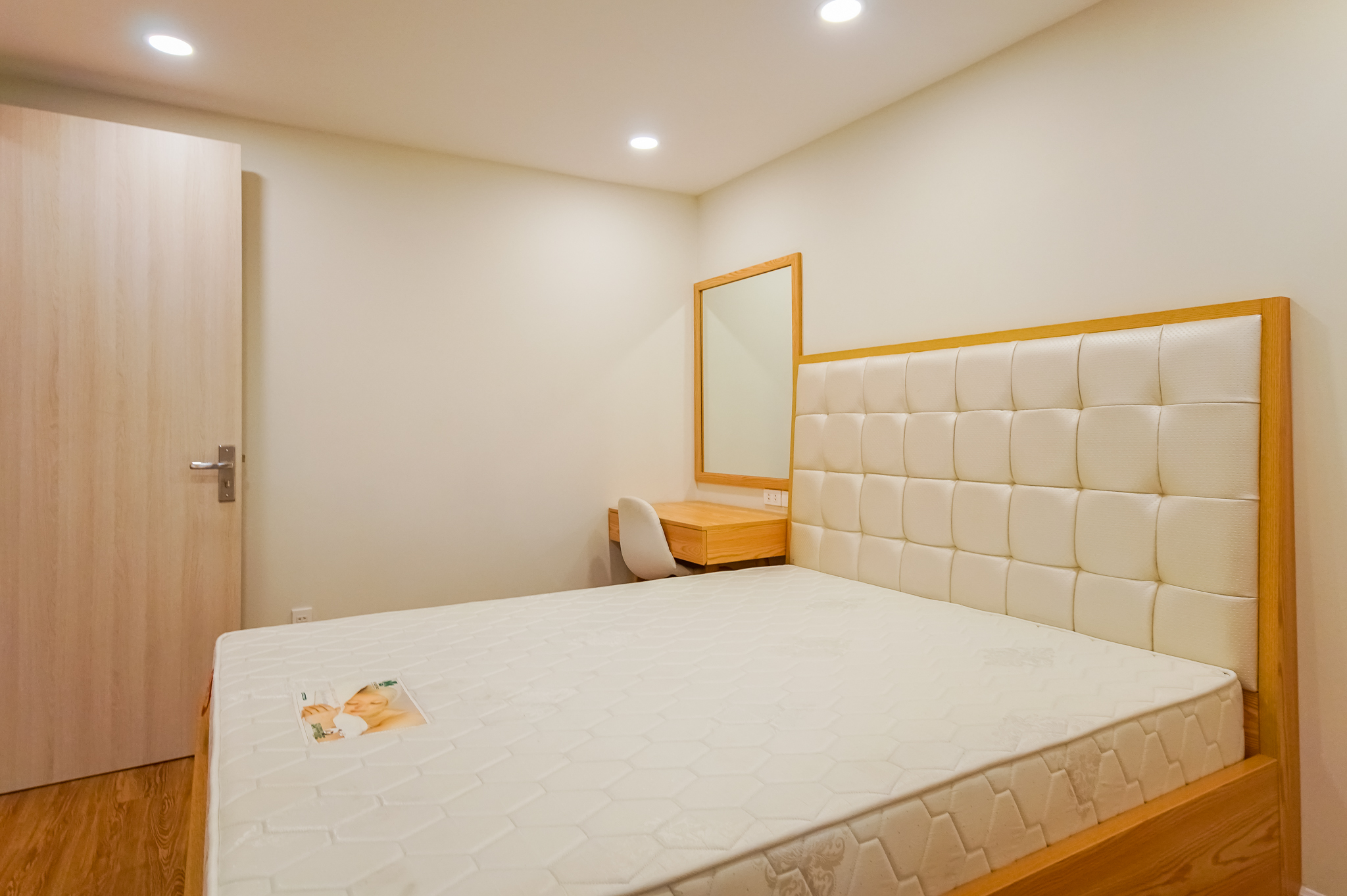 Cho Thuê Căn Hộ Dịch Vụ 1 Phòng Ngủ Đầy Đủ Nội Thất & Tươi Sáng-1