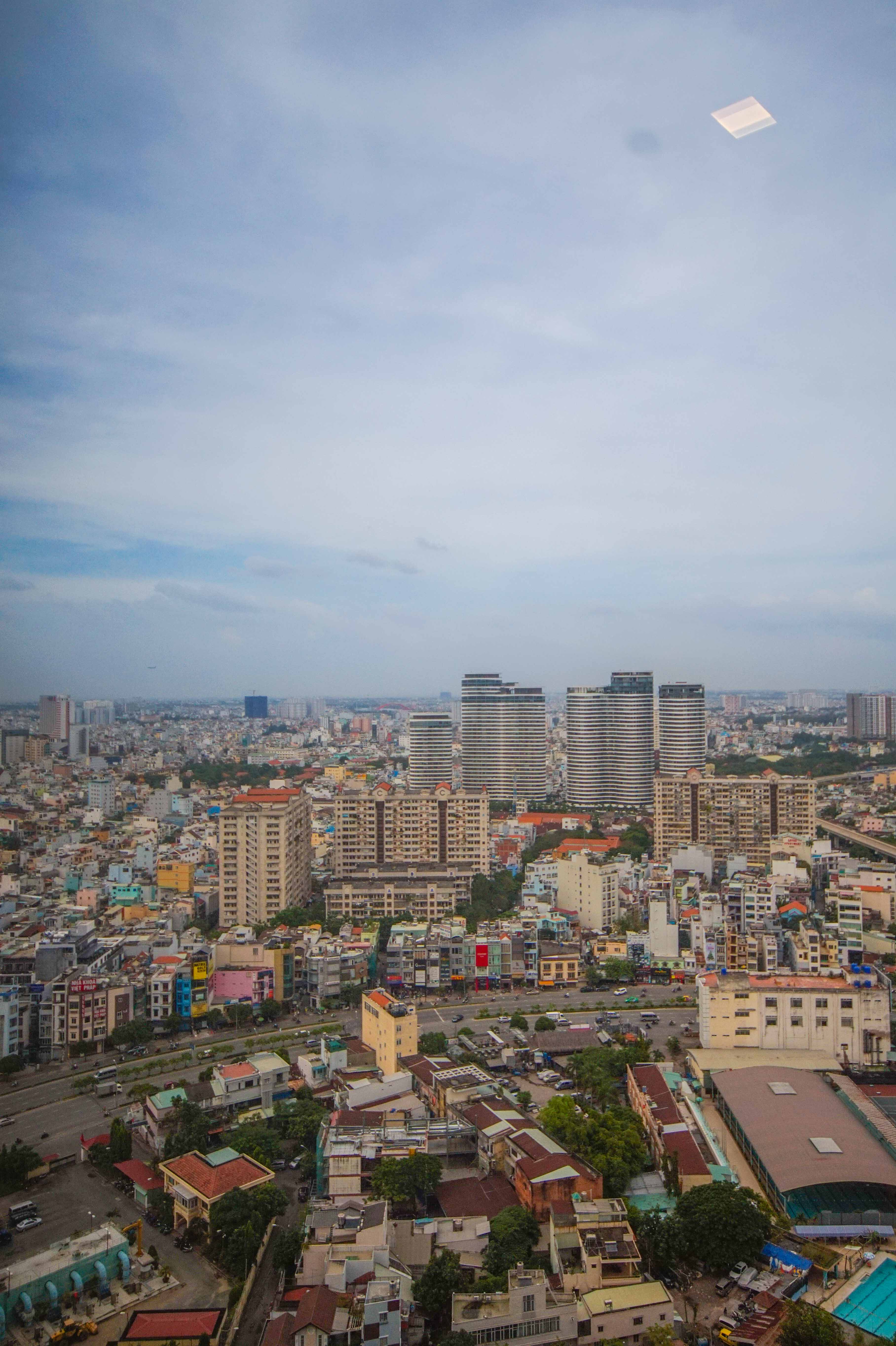 Cho Thuê Căn hộ 2 PN Vinhomes Golden River - Nội Thất Cơ Bản & Tràn Ngập Ánh Sáng-13