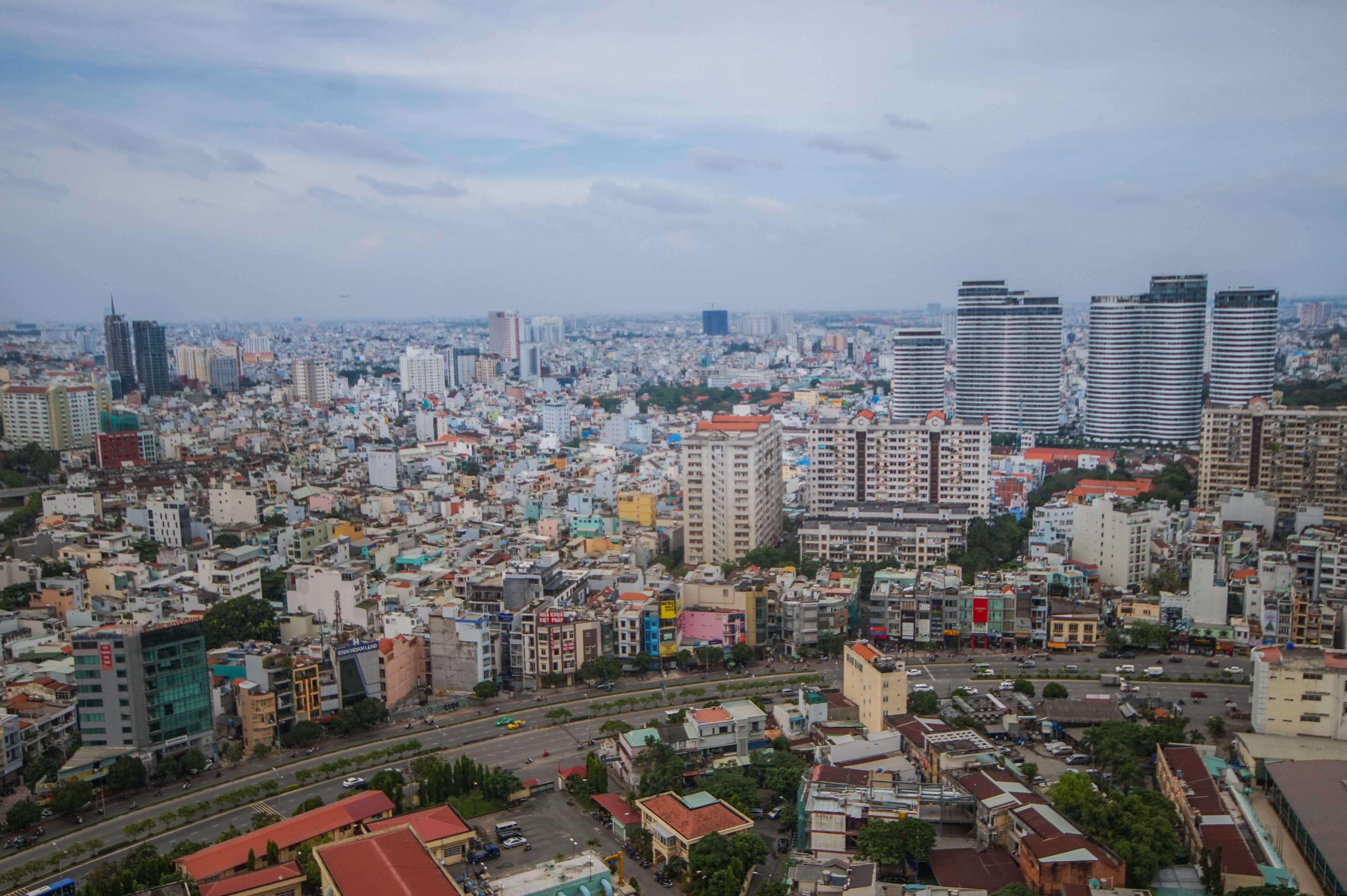 Cho Thuê Căn hộ 2 PN Vinhomes Golden River - Nội Thất Cơ Bản & Tràn Ngập Ánh Sáng-14