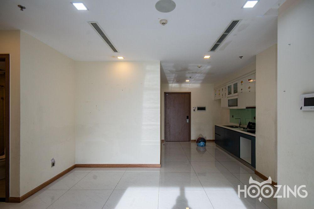 Vinhomes Central Park Apartment 2 Bedrooms - Basic Furnished & Sun-Filled