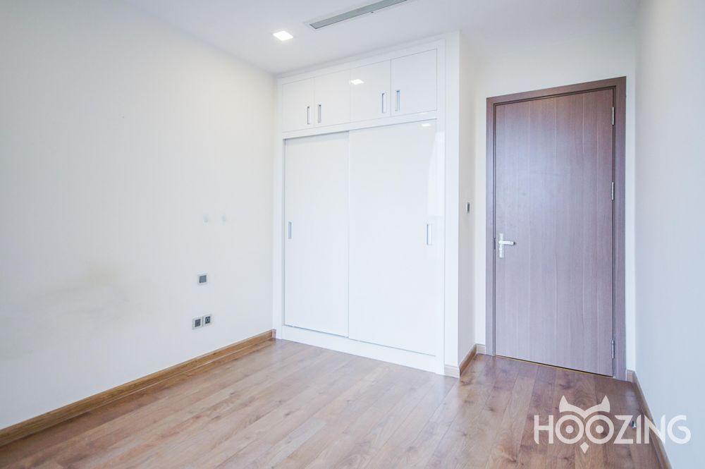 Vinhomes Central Park Apartment 4 Bedrooms - Basic Furnished & Sun-Filled