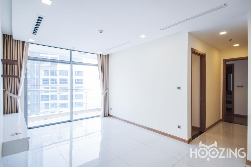 Vinhomes Central Park Apartment 2 Bedrooms - Unfurnish & Spacious