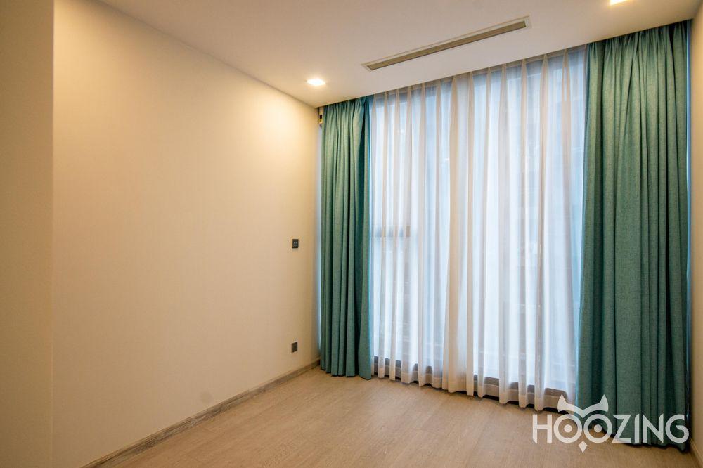Cho Thuê Căn hộ 3 Phòng Ngủ Vinhomes Golden River -  Nội Thất Cơ Bản & Tươi Sáng